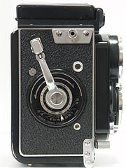 Minolta Autocord Type I (right side view).jpg