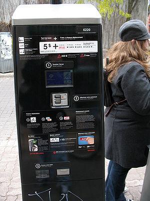 BIXI Montréal - A BIXI pay station.