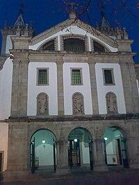 Mosteiro de Santo Tirso (fachada).jpg