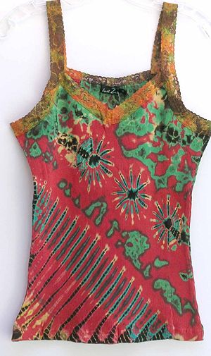 A tie dyed lace tank. Photo taken by User:Gezi...