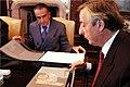 Néstor Kirchner junto a Eduardo Eurnekian.jpg