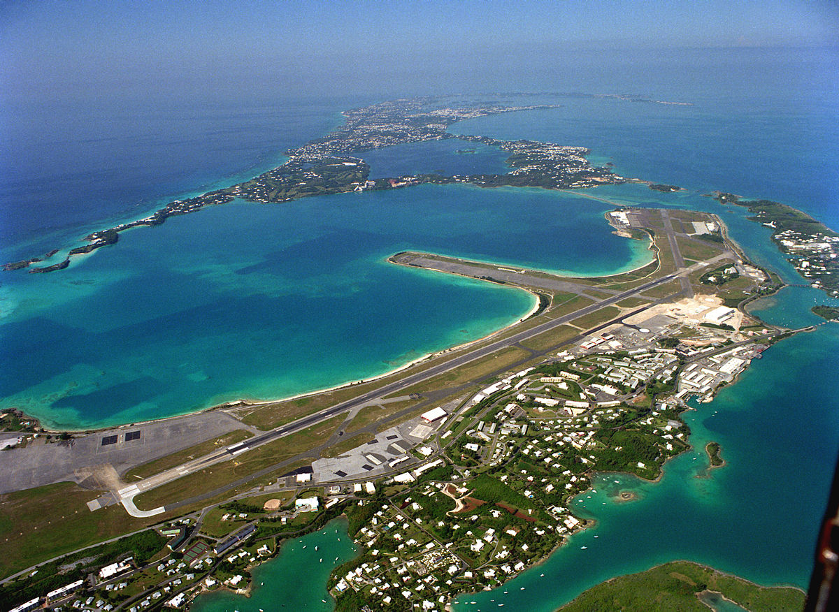 naval air base on saint lucia Not generally considered to be on the tourist circuit, taranto is rimmed by modern industry, including a massive steelworks, and is home to italy's second biggest naval base after la spezia.