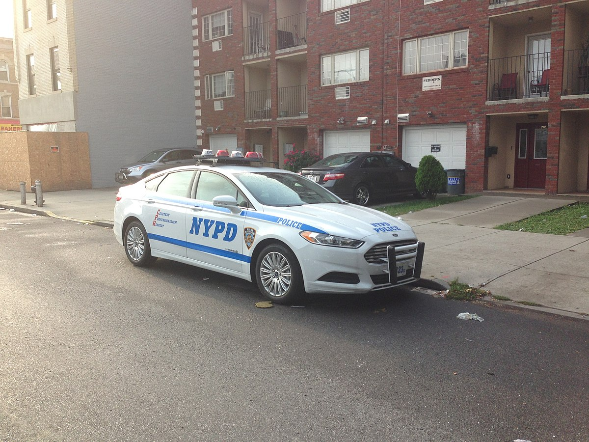 NYPD Ford Fusion Hybrid 2013.jpg