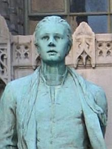 Nathan-Hale-statue-Chicago-Tribune-Tower-bust.jpg
