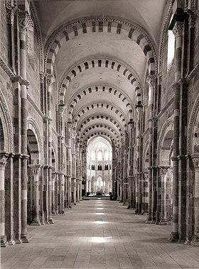 Nef de la basilique de Vézelay à 14h27 le 23 juin 1976