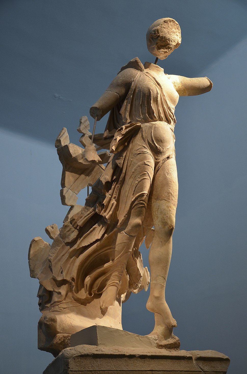 Nike of Paionios, Olympia Archaeological Museum (16149728289)