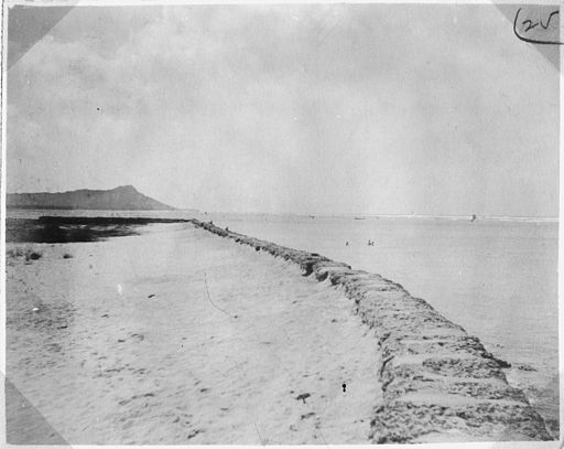 No. 25. View of site of fortifications from sea wall, looking toward Diamond Head, ESE. - NARA - 296064