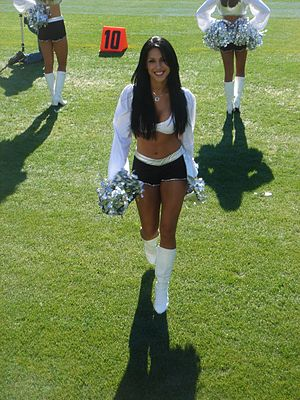 English: Erica Arana at Oakland Raiders home g...