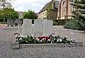 Oorlogsgraven in Molenaarsgraaf.jpg