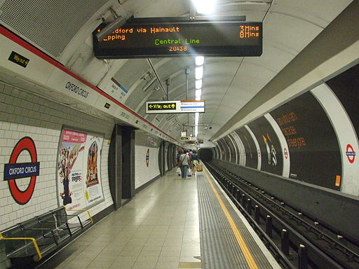 Oxford Circus stn Central eastbound look west