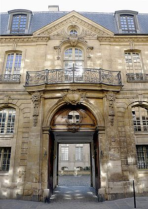 Le Marais - Entrance of the Hôtel d'Albret.