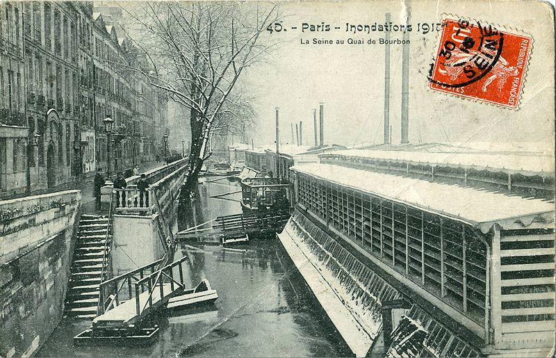 LES PERLES MITOYENNES. Quand les Mabouls se lâchent ! 800px-PARIS_-_Inondations_1910_-_La_Seine_au_Quai_Bourbon_-Bateau_lavoir-