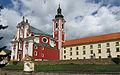 Pacov, zámek a kostel sv. Václava.jpg