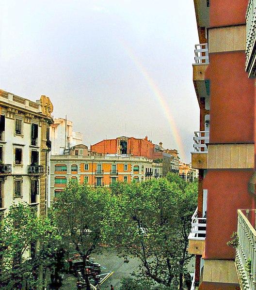 File:Paisatge urbà amb arc de sant martí - panoramio.jpg