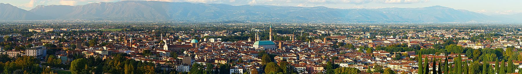 Panorame of Vicenza.jpg