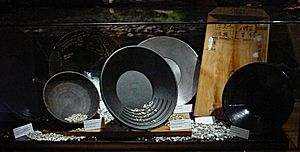 Gold panning - Various designs of gold pans from around the world