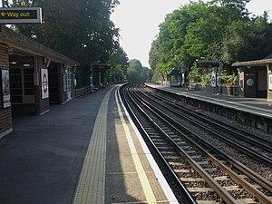 Park Royal tube station - Image: Park Royal stn look south