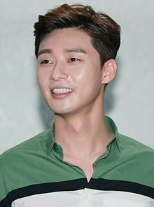 "Park Seo-joon at ""The Chronicles of Evil"" stage greeting in Busan, 23 May 2015 01.jpg"