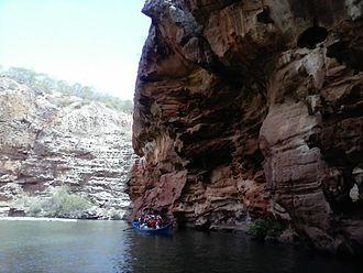 Rio São Francisco Natural Monument - Image: Passeio de barco ao cânion do Xingó Rio São Francisco 02