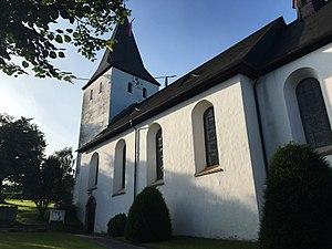 Finnentrop - Image: Pfarrkirche Mariä Himmelfaht, Schönholthausen, Südostansicht