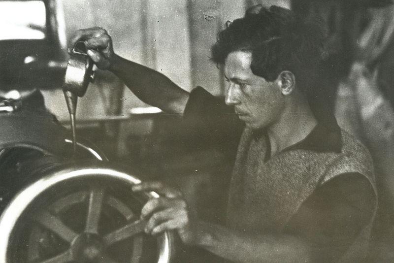 עבודה במפעל הנעליים בגבעת השלושה