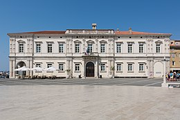 Piran Tartini square Palace of Justice.jpg
