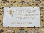 Plaque Guynemer - château de Thuit.jpg