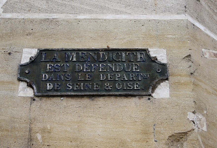 Plaque in Poissy, old french department of the Seine et Oise. The text is Begging is forbidden in the department of the Seine et Oise.