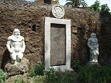 Piazza Vittorio: Porta Magica con le iscrizioni esoteriche