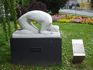 Lujo Bezeredi - The Returner, a sculpture of Bezeredy in a park in Čakovec