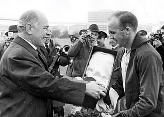 Guldbollen - Prawitz Öberg, receiving the award in 1962