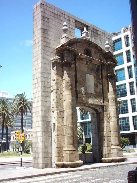 Fitxer:Puerta Montevideo.jpg