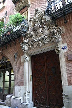 Casa Martí - Image: Puig.i.Cadafalch.Cas a.Martí.4Gats.Barcel ona.Entrada 2