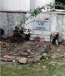 Tumba de Quico Sabaté en el cementerio de San Celoni.