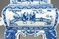 Rökelsekärl ting i porslin med lyckobringande tvillingarna Hanshan och Shide, Kangxi, 1662 -1722 - Hallwylska museet - 107706.tif