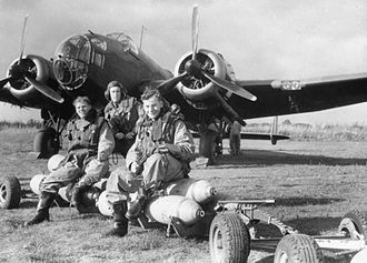 Handley Page Hampden - Handley Page Hampden of No. 83 Squadron with crew, seated on a loaded bomb trolley at Scampton, October 1940