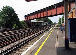Raynes Park railway station in 2008.jpg
