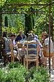 Repas provençal sous la treille dans les Dentelles de Montmirail.jpg
