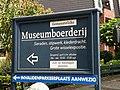 Richtingbord Museumboerderij Staphorst.JPG