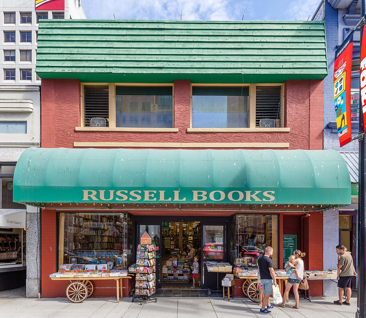 File:Russell Books at Fort St, Victoria, British Columbia