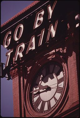 SIGN ON THE UNION STATION IN PORTLAND, OREGON, ONE OF THE 450 TRAINS STATIONS SERVED BY AMTRAK IN 1974. DURING THAT... - NARA - 556128