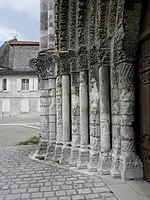 Saintes (17) Abbatiale Sainte-Marie-aux-Dames Façade occidentale 06.JPG