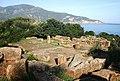 Sarcophages et fragments antiques à Tipasa - أضرحة و بقايا رومانية من تيبازة.jpg
