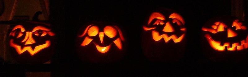 Fichier:Scary Halloween pumpkins.jpg