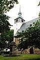 Schloßvippach, die Kirche St. Veit und Kriegerdenkmal.jpg