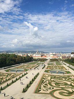 Schlossgarten zwischen den beiden Belvederes
