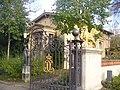Schlosspark Glienicke - Greifentor (Glienicke Palace Park - Griffon Gate) - geo.hlipp.de - 30110.jpg