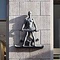 Schwerthof Köln - Figur am Eingangsbereich (6252).jpg