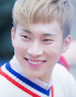 Seo Eun-kwang at an fansign in November 2016.jpg