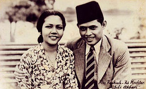 Terang Boelan - Roekiah and Rd Mochtar (pictured in Siti Akbari) continued to be cast as lovers until 1940.